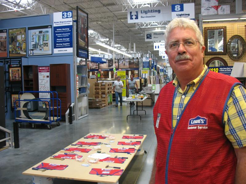 Lowes+Employee.png