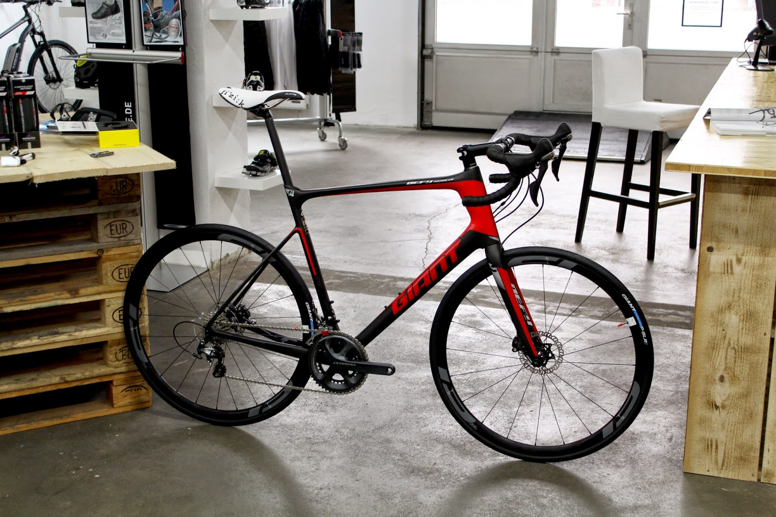 BikeOnlineshop Giant Defy Advanced Pro 1