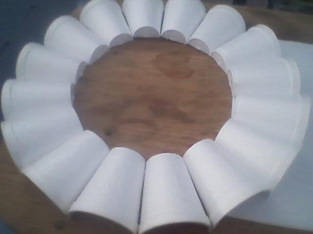 Como hacer coronas navideas como hacer coronas navideas for Materiales para hacer una puerta