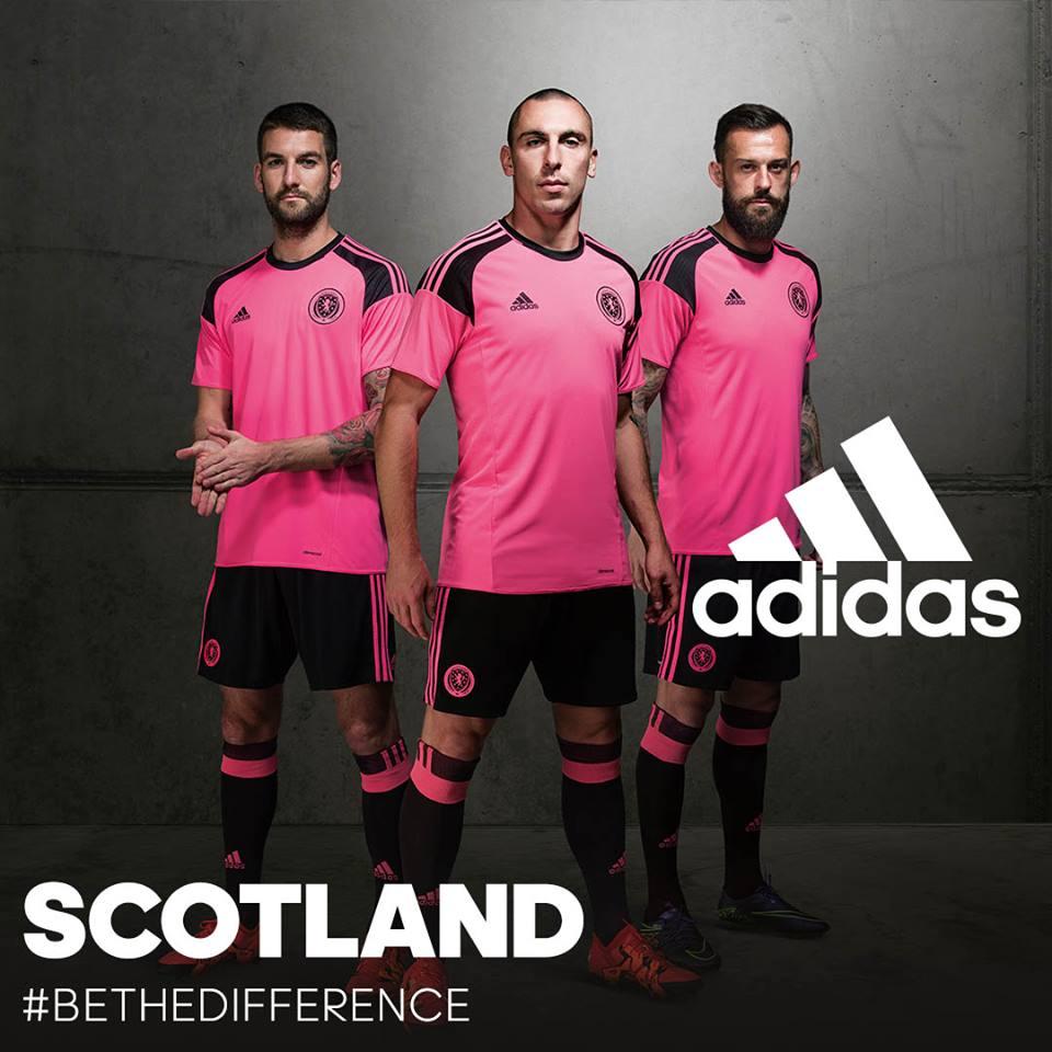 Nuove maglie adidas home (tradizionale) e away (rosa!) della SCOZIA ... 9665533381a17