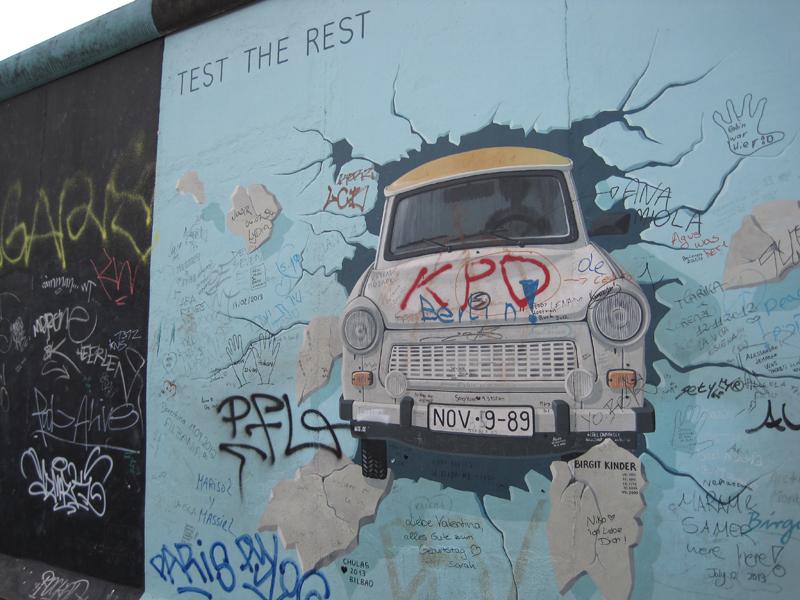 donde encontramos numerosas planchas originales, con grafitis que  fueron encargados a diversos artistas, algunos de los cuales son realmente  famosos.
