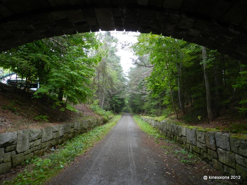 http://1.bp.blogspot.com/-1N99Mg_jPdo/UGCR3w8aWlI/AAAAAAAAIt0/mkbdOZVK6hE/s1600/0915-acadia-carriage-ride-3647.jpg