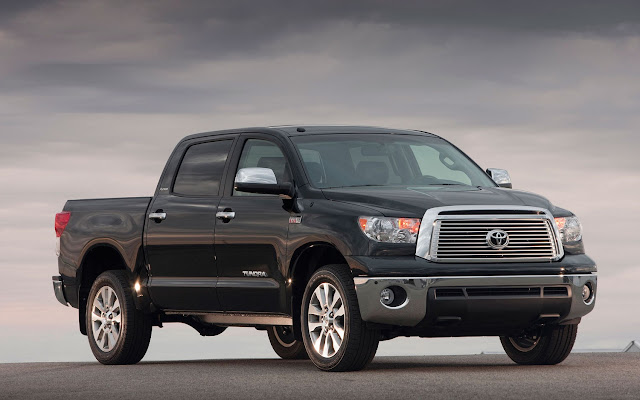 Front 3/4 view of 2013 Toyota Tundra CrewMax