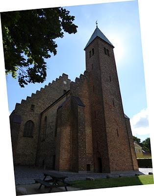 Domkirken i Maribo er fantastisk flot set fra søsiden