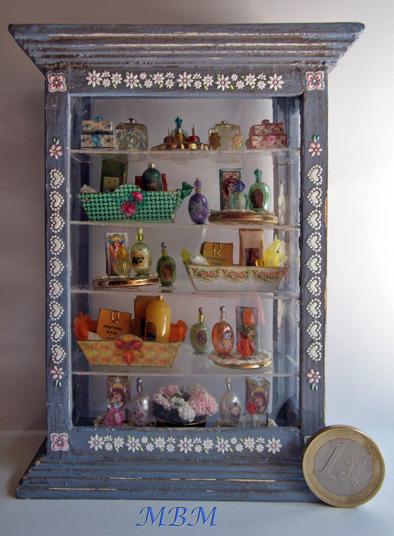 Mi peque a libertad vitrina para perfumeria - Vitrinas para miniaturas ...