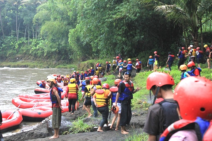 Rafting Murah Di Jogja Wisata Rafting Murah Yogyakarta Arung Jeram Magelang Jogja Paket Rafting Sungai Elo River