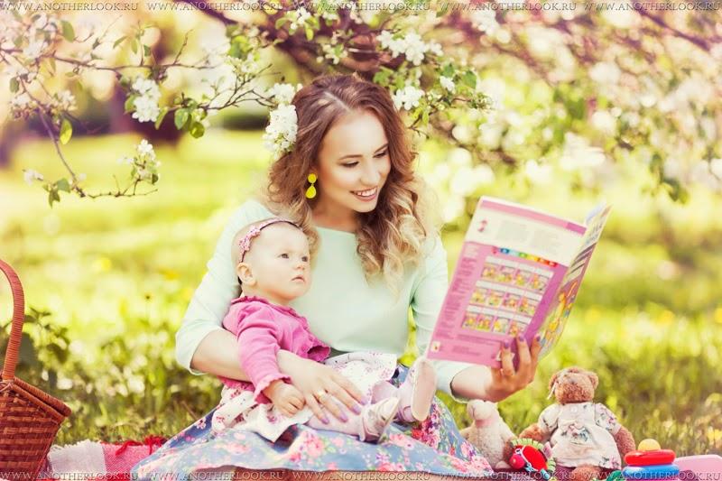мама и дочка в саду