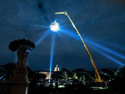Bulan Lampu Disko