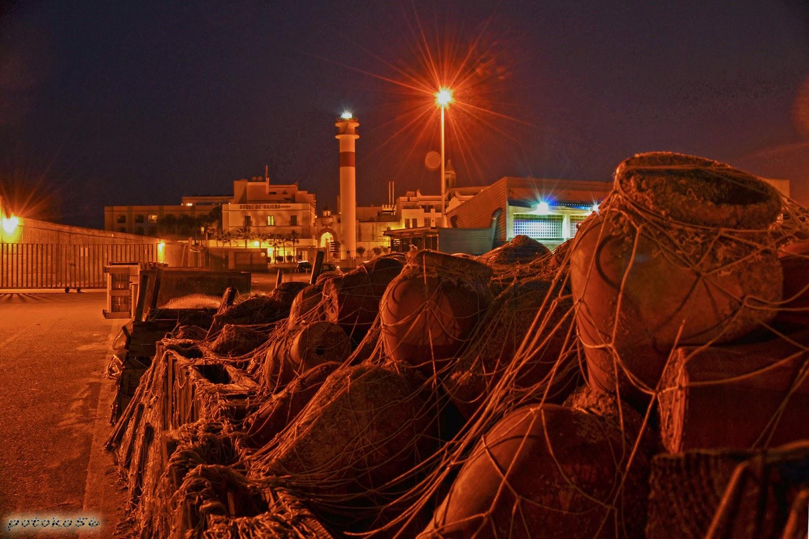 Nocturna del Muelle pesquero y el Faro Rota