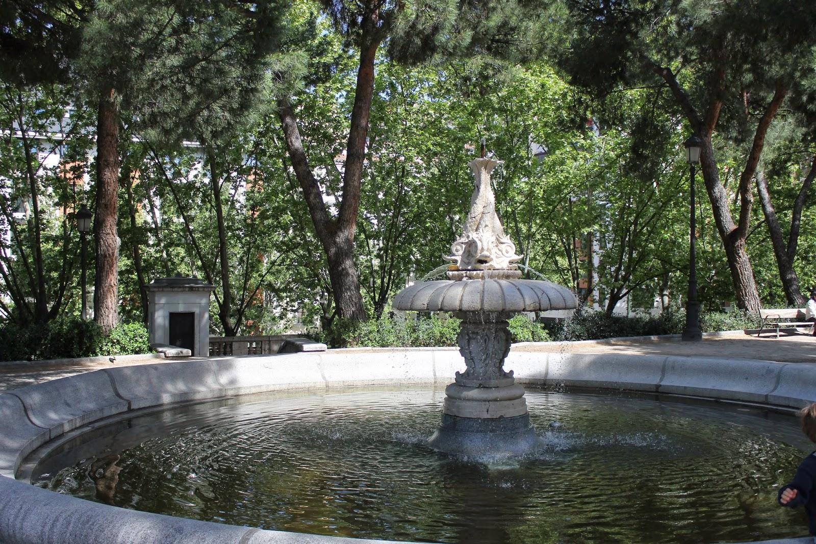 Jardines de sabatini manuelblas madrid for Jardines sabatini