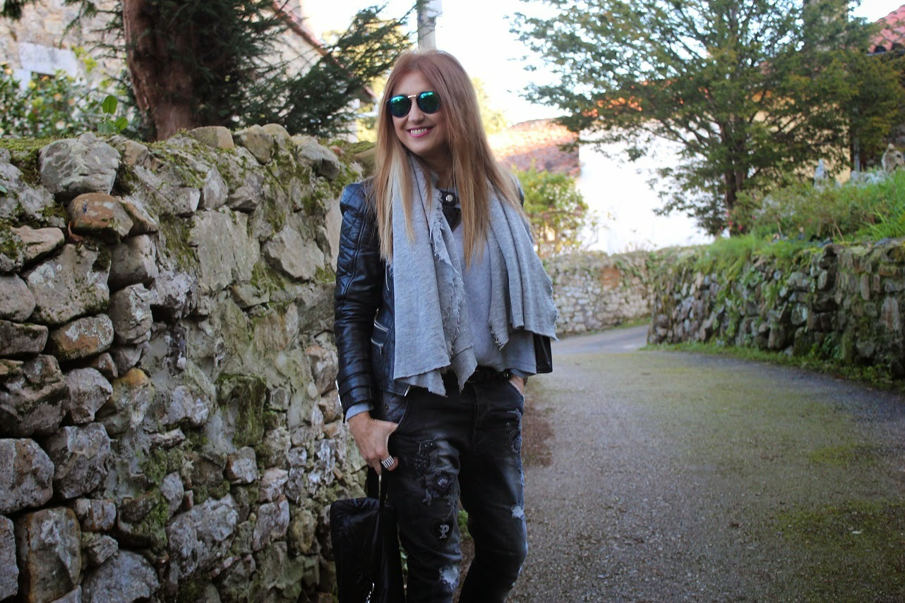 Look, fashion, style, streetstyle, shoes, baggy pants, jacket leather, Pechón Cantabria, holidays, travel, relax, cool, shoes, Zara