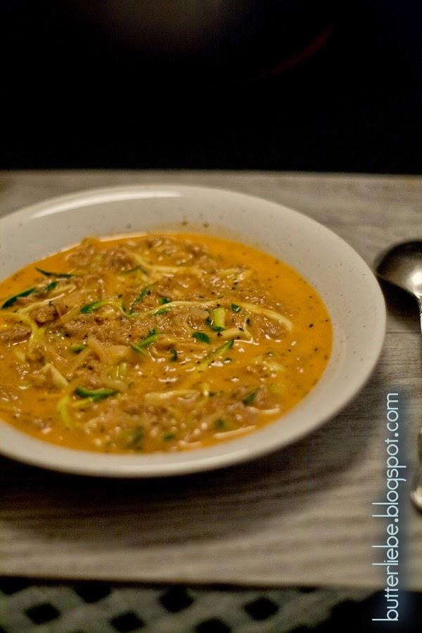 Butterliebe LCHF Blog : Rezept für Zucchini Thunfisch Tomaten Suppe mit Parmesan