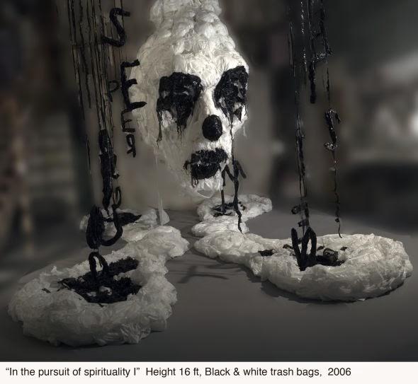 Khalil Chishtee esculturas sacos plástico de lixo