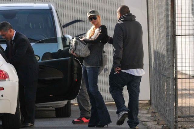 Paris Hilton in jeans