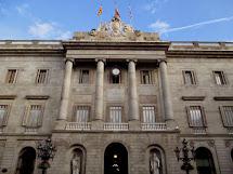 Elaine Travels Beautiful Buildings In Barcelona