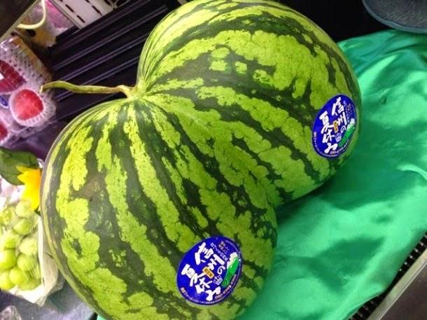 No Japão, as melancias têm a forma de bumbuns (com fotos)