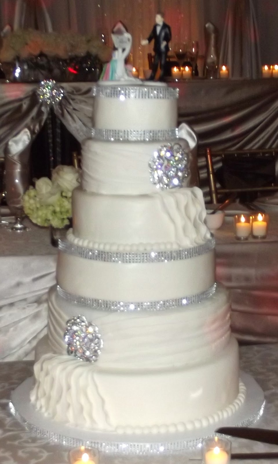Beautiful White Wedding Cakes With Bling Images Pictures Becuo