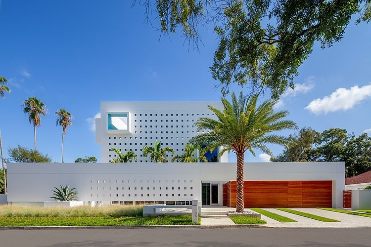 Spencer House by Guy Peterson from Office for Architecture, Florida from the street