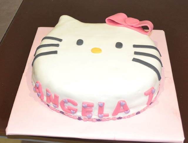 sugardreamsgandia tarta fondant hello kitty buttercream fresas cumpleaños Angela