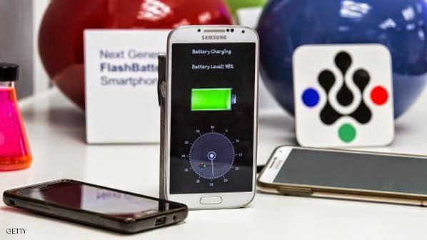 بطارية للهواتف الذكية من مادة الألمنيوم، يمكن شحنها في دقيقة واحدة.