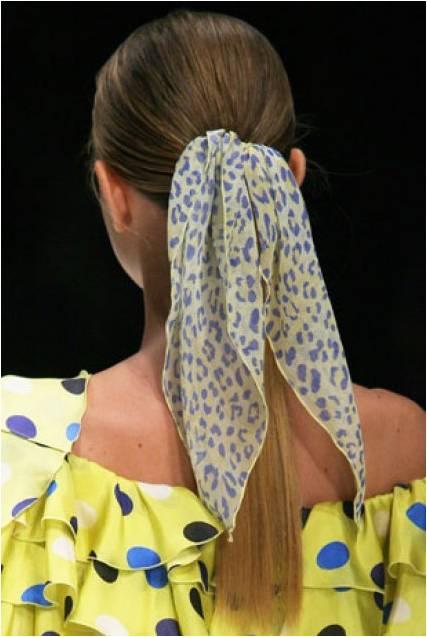 Attacher ses cheveux avec un foulard cosm tiques etc - Foulard pour cheveux tendance ...