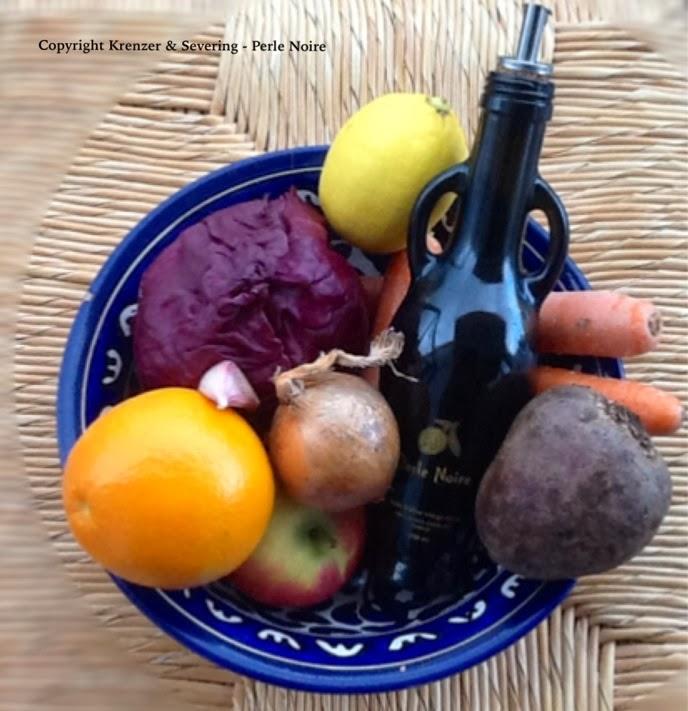 Zutaten Wintersalat, Rote Beete, Karotte, Kraut, Zwiebel, Orange, Zitrone, Apfel, Perle Noire Olivenöl