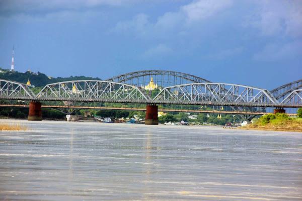 Puente de Ava sobre el rio Ayeyarwady
