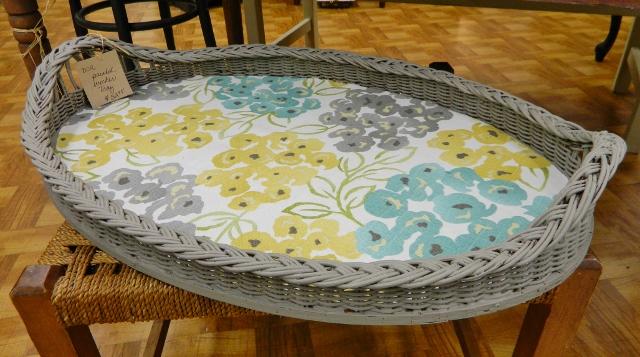 vintage tray via homeologymodernvintage.com