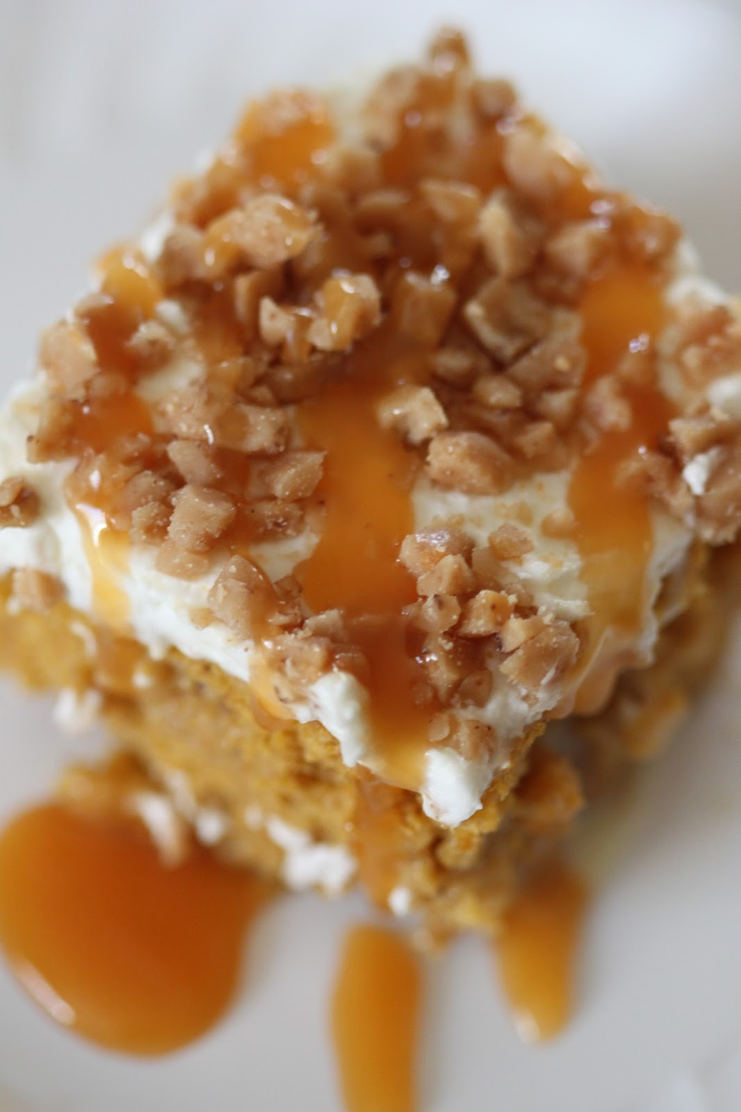 Aug 26,  · This is a showstopper of a pumpkin cake. It's a ridiculously easy cake that starts with a boxed mix of spice cake, a can of pumpkin puree, and pumpkin pie spice. A mixture of sweetened condensed milk and caramel sundae topping is poured over holes you poke in the cake after perawan-tante.tkgs: 1.