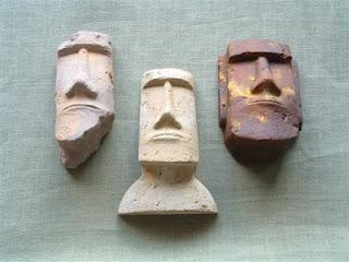 Decoración de cabezas moai