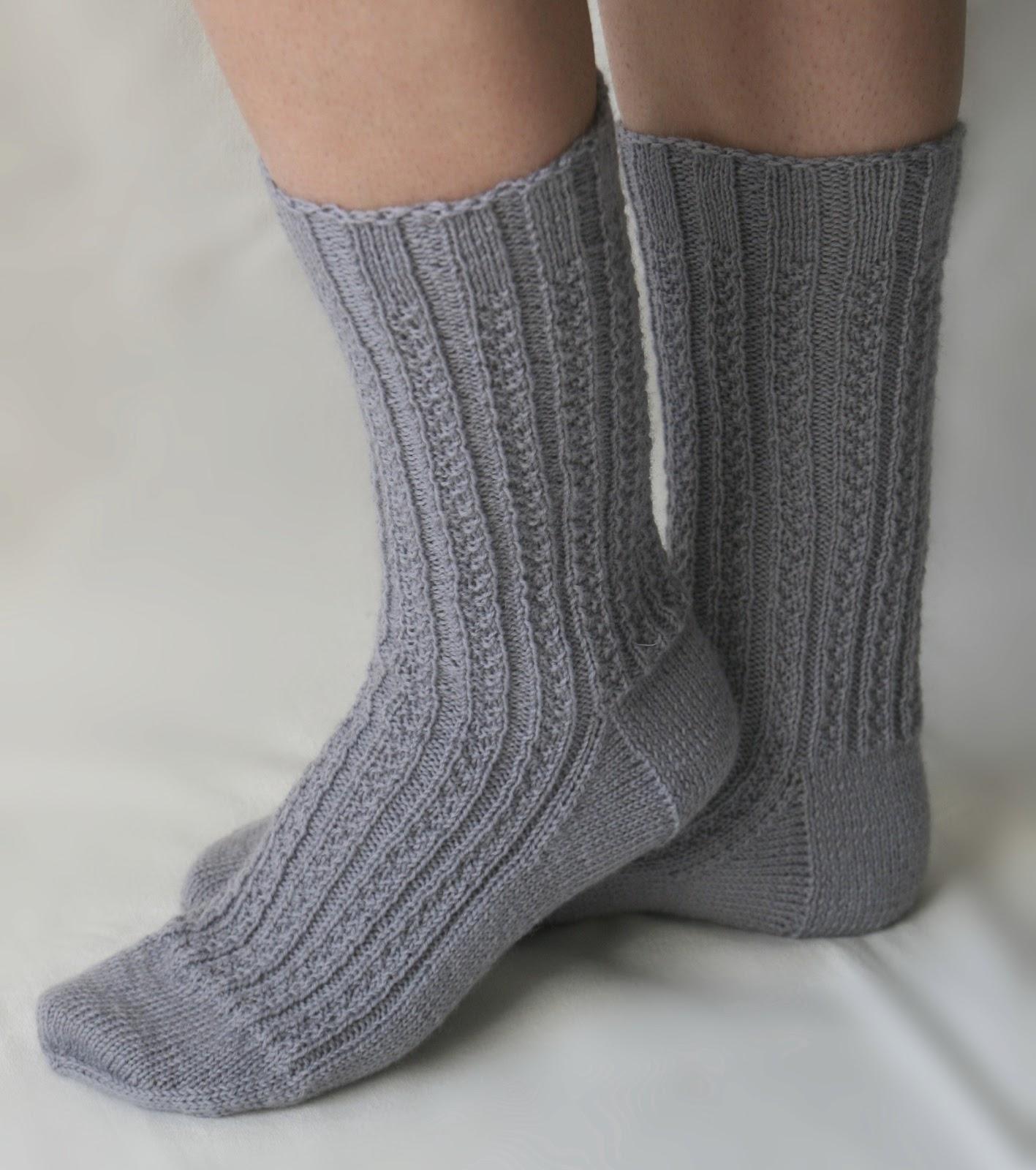zur abwechslung und entspannung wieder einmal ein paar socken fr mich selber mit einem einprgsamen rechts links muster dieses wartete schon seit geraumer - Muster Fur Socken