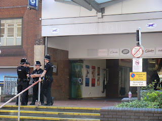 Image: Walsall, August 2011, preparing for riot