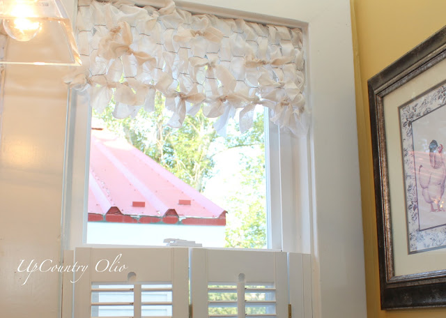 Chicken wire window valance by UpCountry Olio featured on I Love That Junk
