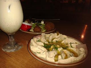 Hummus, falafel y ayran. El Rincón de Beirut. El Tapeador Sevilla.