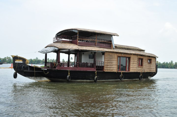 ONE BEDROOM HOUSEBOAT ALLEPPEY KERALA