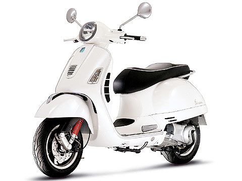 2013 Vespa GTS 300ie Super scooter pictures | Size 480x360 pixels