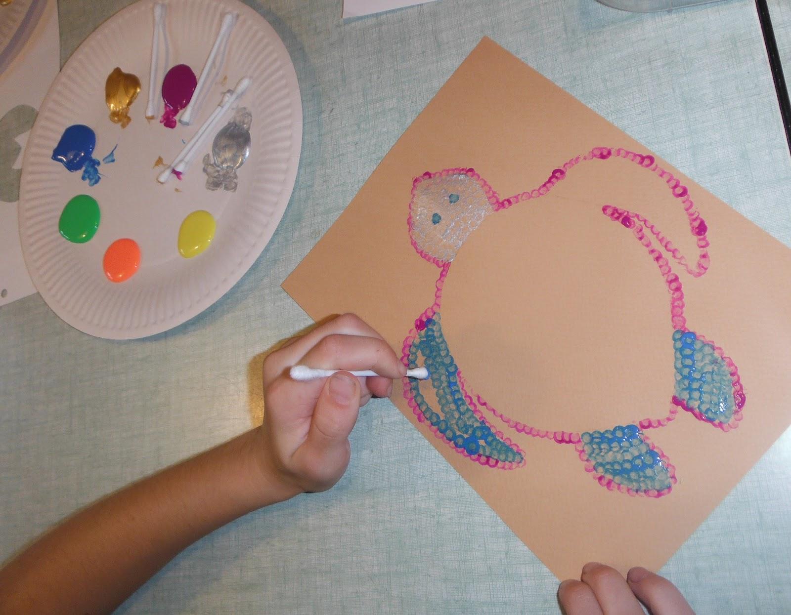 Turbo Les enfants peignent à la manière des aborigènes d'Australie  LF83