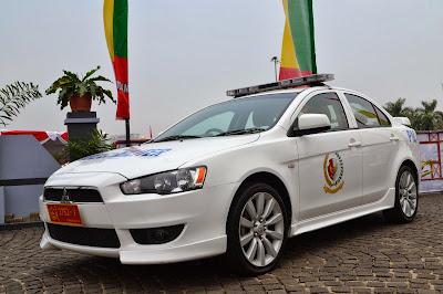 gambar Mobil Sedan PM TNI AD