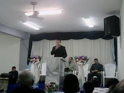 Pastor Rodrigo Ministrando a Palavra
