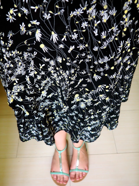 Crazy Daisy | outfit details of floaty black daisy pattern skirt & green strappy sandals
