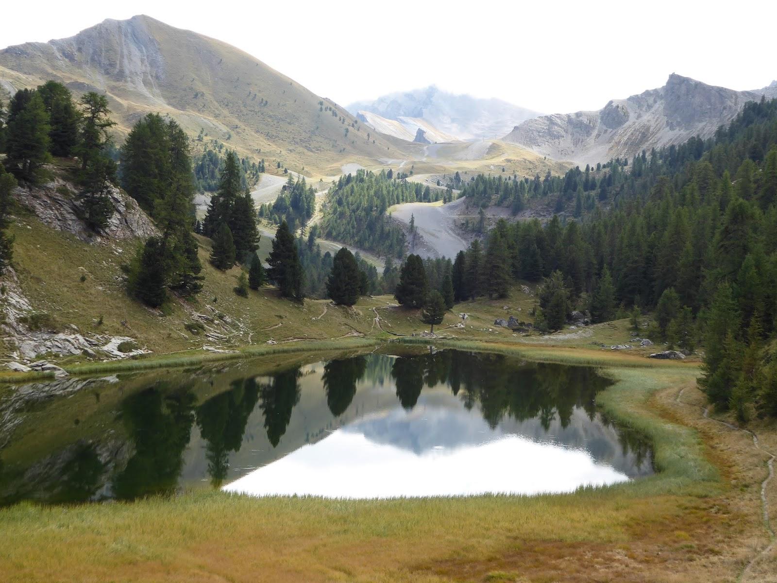 Mujeres de pyrenaica alrededor del queyras en los alpes for Lac miroir queyras