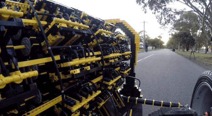 エンジンまでレゴで作られた車が登場