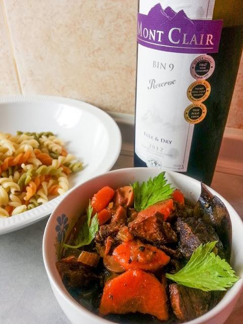สตูว์เนื้อกับไวน์แดง Beef Burgandy  Boeuf Bourguignon