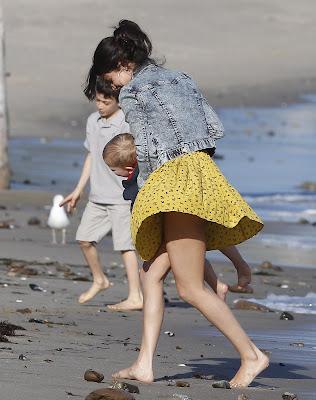 Selena Gomez Panty Upskirt Flash