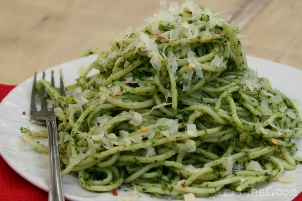 Kale & Pepita Pesto {#SundaySupper: Local Foods} | www.girlichef.com