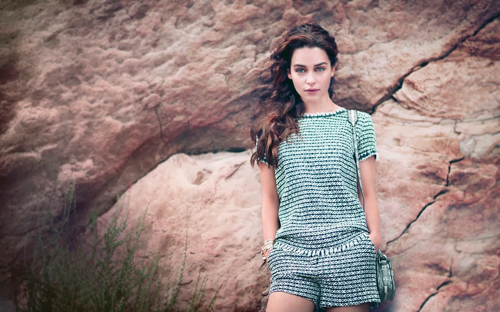"<img src=""http://1.bp.blogspot.com/-1Ry3sZghU5U/UuJOxauU2TI/AAAAAAAAKB4/FtOmMOo6ZZE/s1600/emilia-clarke-wallpaepr.jpg"" alt=""emilia clakre wallpaper"" />"