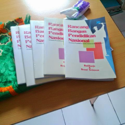 Mau Pesan Buku ini? Pesan via bennisetiawan1@gmail.com. Harga Rp. 40.000,- plus ongkos kirim.