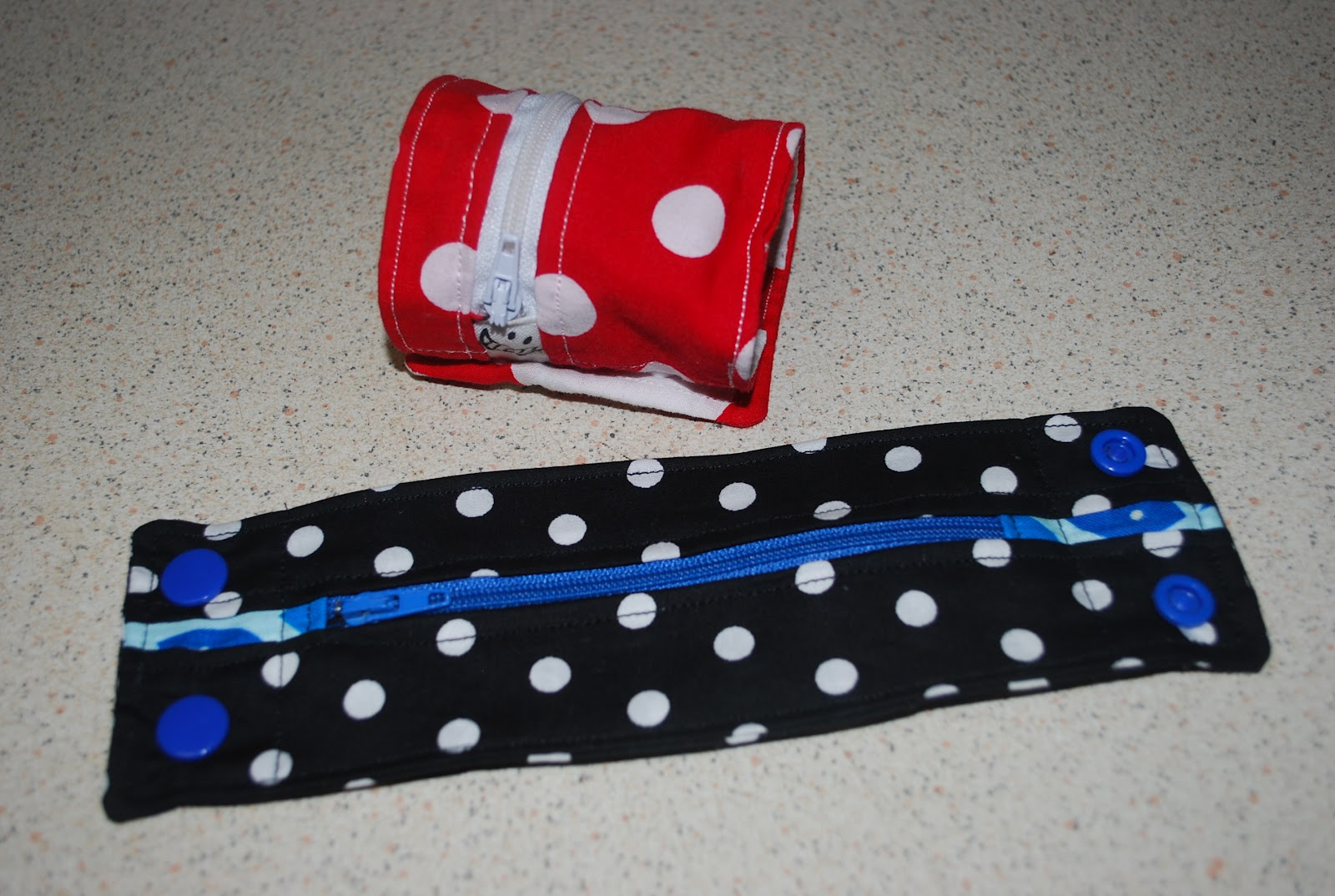 Sew very simple wrist wallet tutorial wrist wallet tutorial jeuxipadfo Image collections