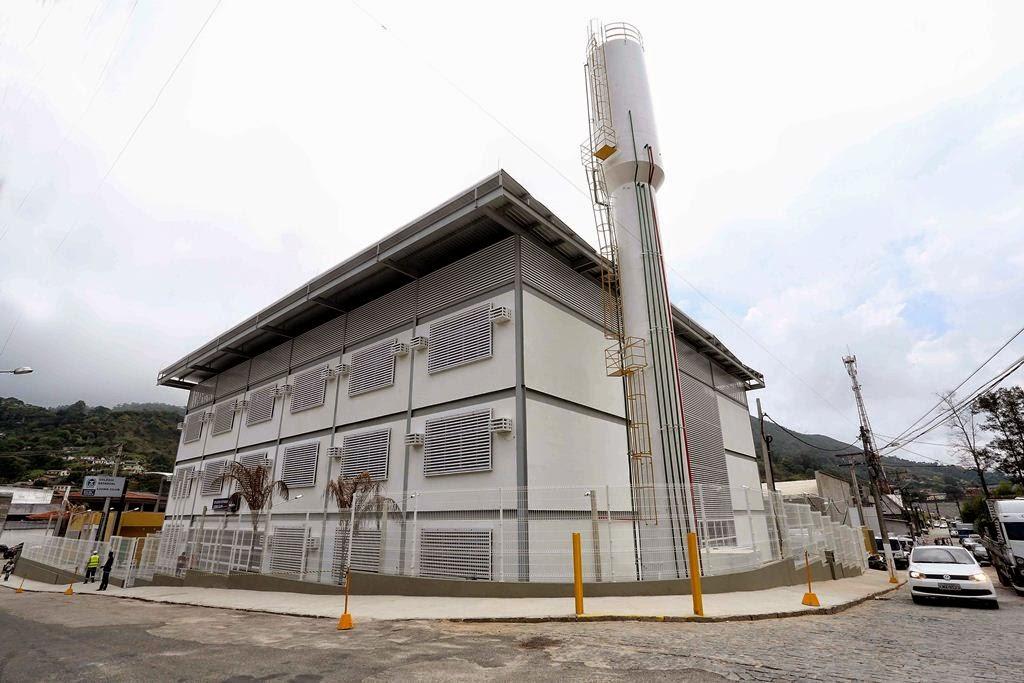 Estado inaugura colégio em Teresópolis.  Reconstruída, unidade tem capacidade para atender 1,5 mil estudantes