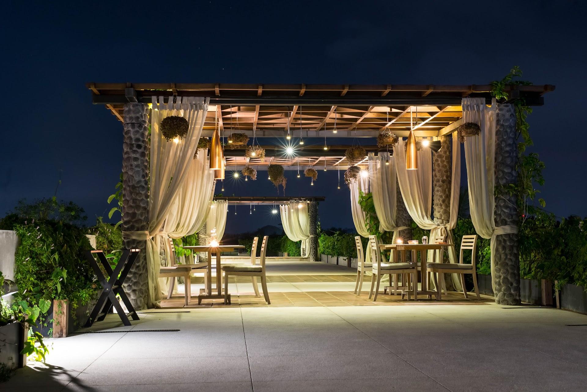 ubud bali best restaurants, fine dining, best value, gourmet food for cheap, romantic evening dinner, honeymoon spot, restaurant, asian fusion, outdoor, travel blog, indonesia, san francisco bay area travel blogger, couple, lds mormon, best honeymoon hotel resort